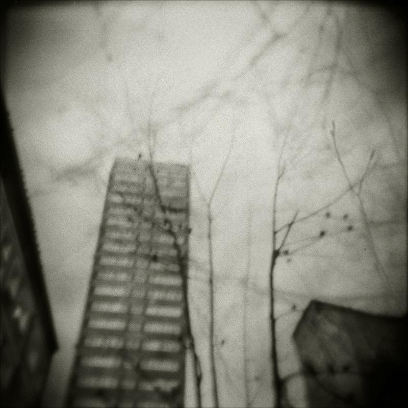 """Joanna Borowiec, z cyklu """"Sny Niedokończone"""", fotografia na piance, laminowane, 50 x 50 cm, cena: 1 000 zł"""